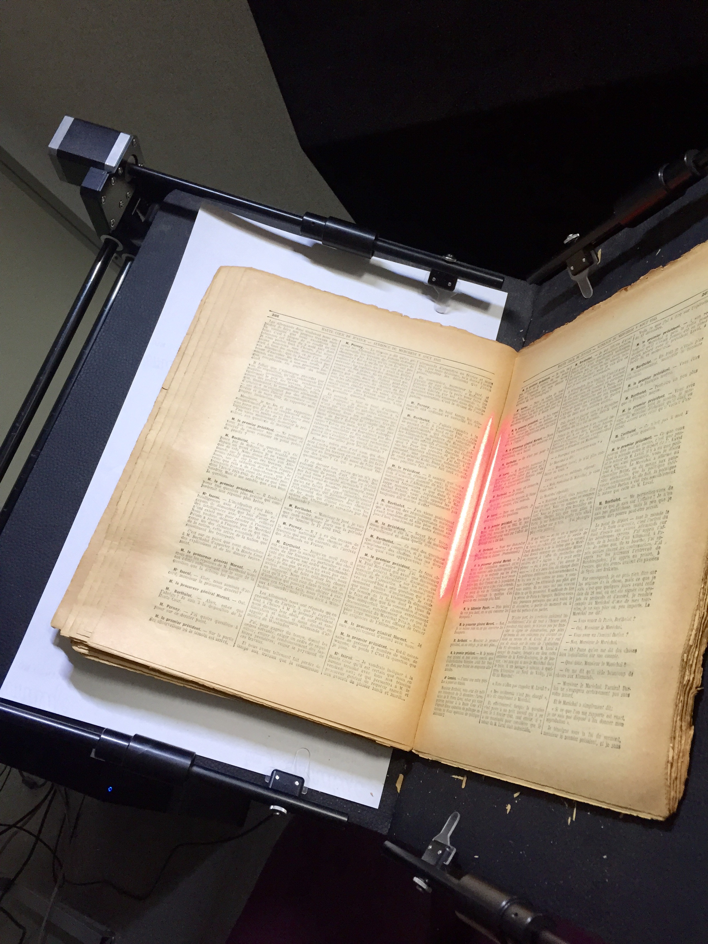 V-craddle to support digitization of fragile bound manuscripts