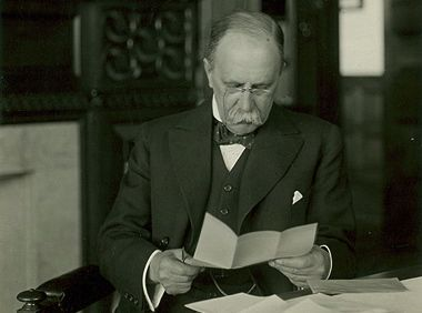 William Osler keeping up-to-date pre-blogosphere. From the Osler Photo Collection, CUS_064-048_P.